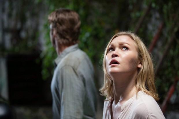 Julia Stiles en Scott Speedman in Out of the Dark